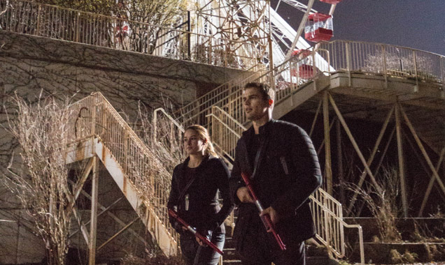 Shailene Woodley, Theo James, Divergent Still