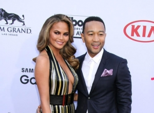 Chrissy Teigen Wants Pregnancy As An