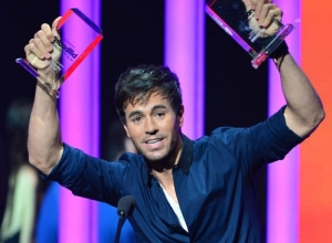 Enrique Iglesias Is On The Mend After A Drone Slices Some Of His Fingers During Mexico Concert