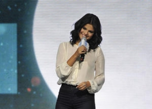 Selena Gomez Is The New Face Of Pantene