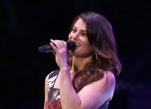 Idina Menzel Flashes Gigantic Sparkler Following Engagement
