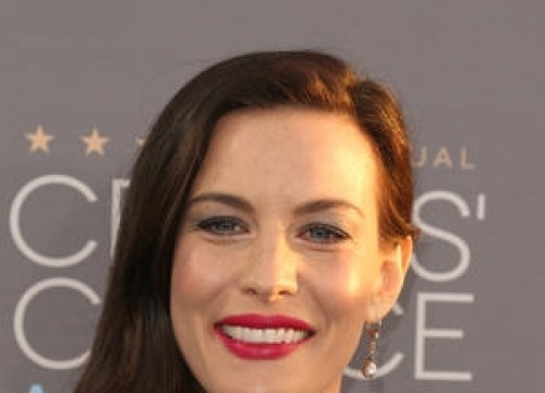 Liv Tyler Pushes Back Wedding Plans For Pregnancy