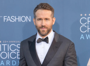 Ryan Reynolds And Andrew Garfield Share A Kiss As Ryan Gosling Accepts Golden Globe