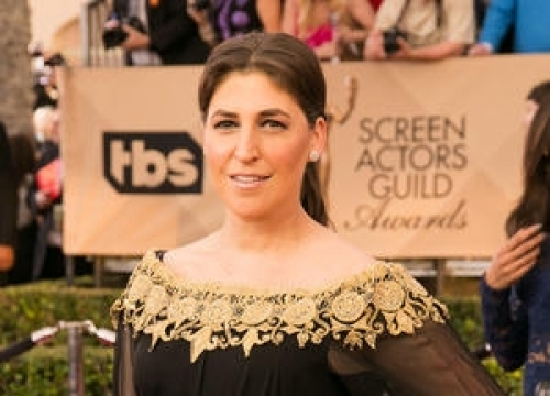 Mayim Bialik Backs Susan Sarandon By Flashing Her Breasts On Tv