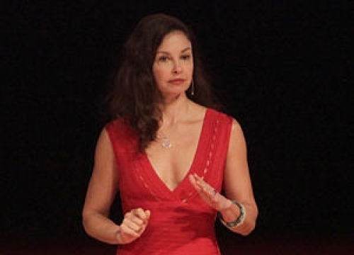 Ashley Judd Stuns Washington D.c. Crowd With Poem By 19-Year-old From Tennessee