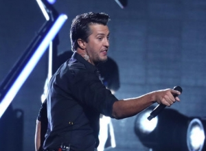 Luke Bryan Gets Physical After Fan Flips Him Off At Charity Concert