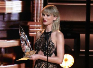 Taylor Swift Freaks Out Social Media Followers With Weird Reptilian Video