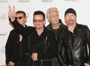 U2 Surprise New Yorkers By Busking In Grand Central Station