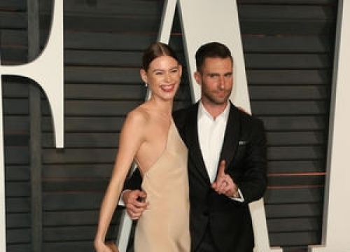 Adam Levine Draws Naughty Picture On Tv Show