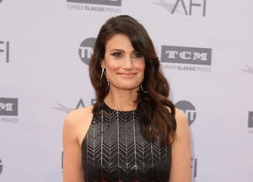 Idina Menzel To Star In Beaches Remake