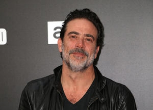Jeffrey Dean Morgan Batty Over 'Stupid' T-shirt Ban