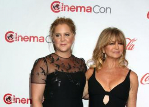 Amy Schumer Had Chronic Bronchitis Filming Snatched