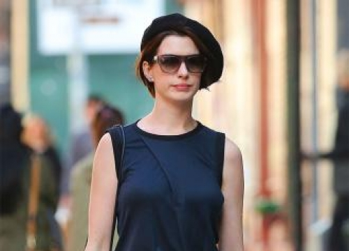 Anne Hathaway to play lead in Colossal