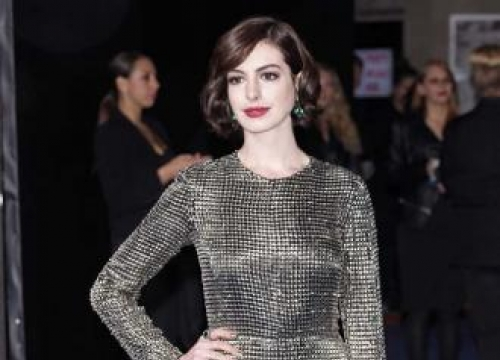 Anne Hathaway To Produce And Star In The Shower