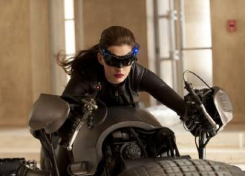 Anne Hathaway: Christopher Nolan Doesn't Allow Chairs On Set