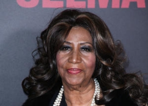 Police Rescue Aretha Franklin After Tour Bus Breakdown