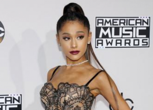 Ariana Grande Suspends Tour