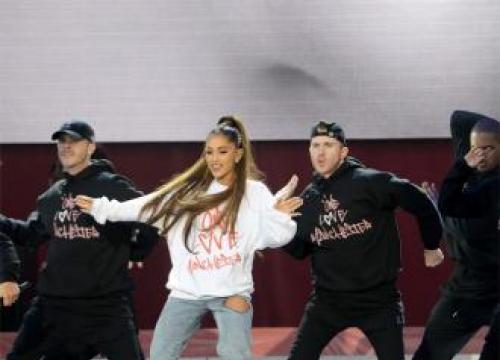 Ariana Grande Seeing Pete Davidson