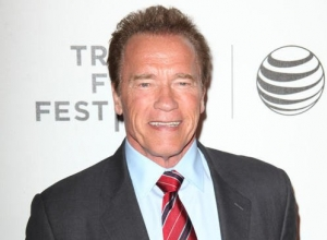 Arnie Comes Alive During Prank At Madame Tussauds