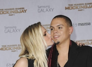 "Evan Ross Talks Expecting Baby Girl With Wife Ashlee Simpson: ""It's Amazing"""