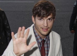 Ashton Kutcher Set for Netflix Comedy Series 'The Ranch'