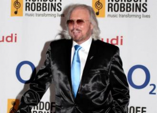 Barry Gibb: 'I Don't Like Being On Stage Alone'