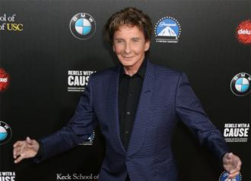 Barry Manilow In Hospital With Bronchial Infection