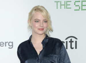 Emma Stone Is Mortified That She Looks Nude In Hillary Clinton Photo