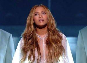 Beyoncé - Take My Hand. Precious Lord (Live GRAMMYs 2015) Video