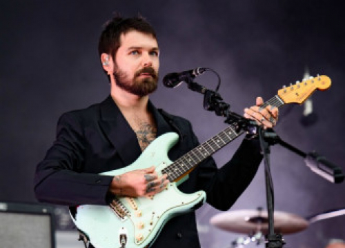Biffy Clyro Replace Queens Of The Stone Age As Reading And Leeds Headliners
