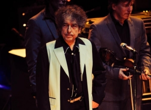 Bob Dylan says comparisons with Frank Sinatra are a 'joke'
