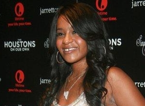 "Bobby Browns Wife Clarifies Bobbi Kristina 'Awake' Comments, Says Husband Was In An ""Emotional State"""