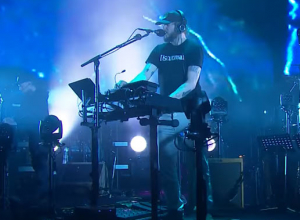Bon Iver - 33 'GOD' [Live] Video