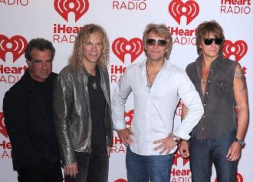 Bon Jovi To Receive Icon Award