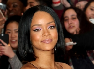 Rihanna Posts Emotional Plea To Find Missing Back-Up Dancer
