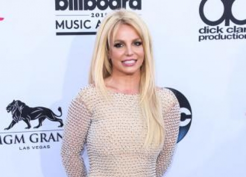 Britney Spears wants to be Brad Pitt's nanny