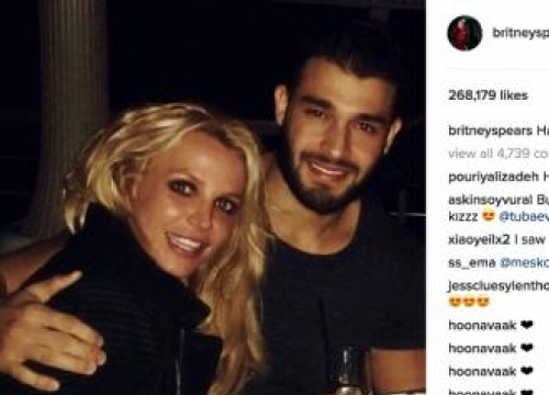 Britney Spears Made The First Move On Boyfriend