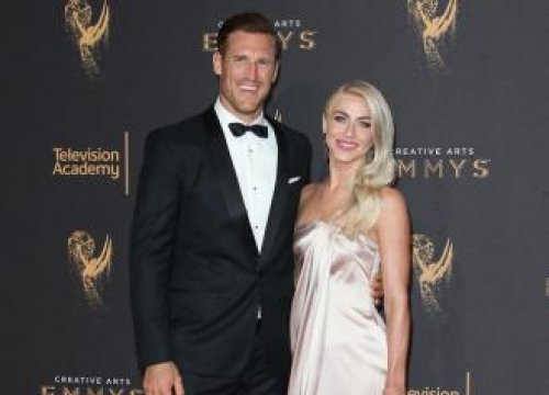 Julianne Hough Plans Pre-vacation 'Fashion Show'