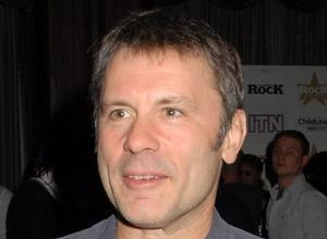 Iron Maiden's Singer Bruce Dickinson In Treatment For Cancer