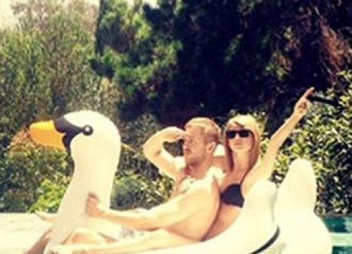 Taylor Swift posts first solo photograph with Calvin Harris