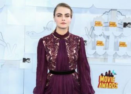 Cara Delevingne offered recording contract