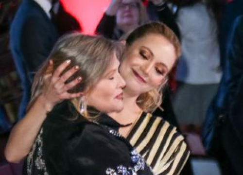 Billie Lourd Mourns Carrie Fisher After Star Wars: The Last Jedi Opens