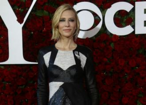 Cate Blanchett Jokes About Ugly Chris Hemsworth