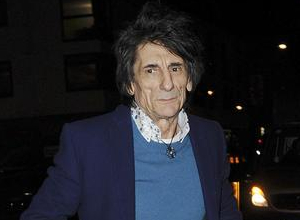 Ronnie Wood Recovering After Successful Lung Operation