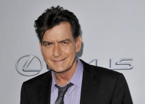 Charlie Sheen Defends Fallen News Anchor Brian Williams In Bizarre Letter