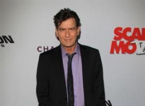 Charlie Sheen leaves waiter $1,400 tip