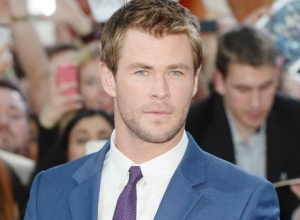 Chris Hemsworth to Play Receptionist in All-Female 'Ghostbusters'