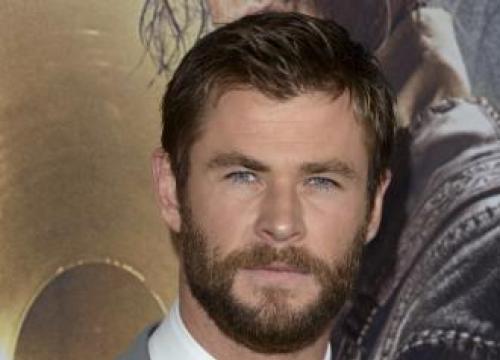 Chris Hemsworth's Awkward Bum Discussion