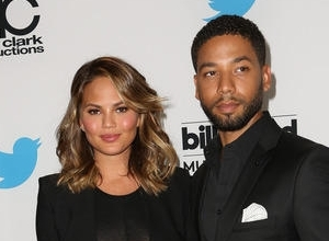 "Chrissy Teigen Is No Longer Using Photoshop: ""We Forget What Normal People Look Like"""