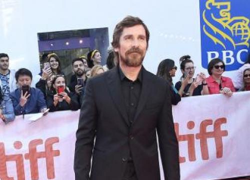 Christian Bale Backs Robert Pattinson As Batman